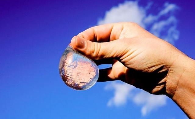 -шарики-«Ooho» Еда будущего, отведать которую, можно уже сегодня.