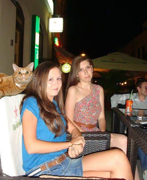 -смеха Всегда есть тот, кто испортит любую фотографию)))
